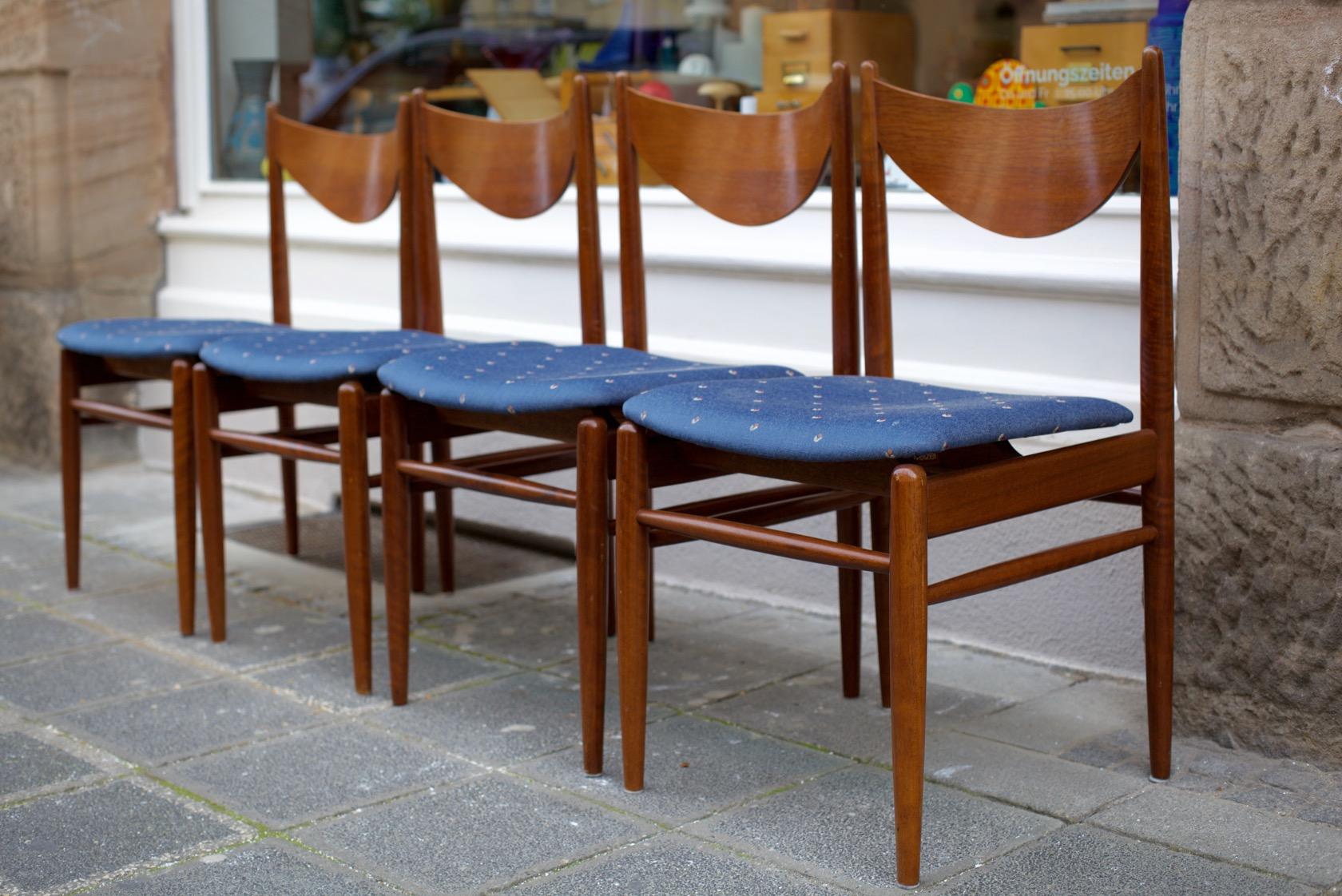 Vier st hle aus den 60er jahren raumwunder vintage for Mobel aus den 60er jahren