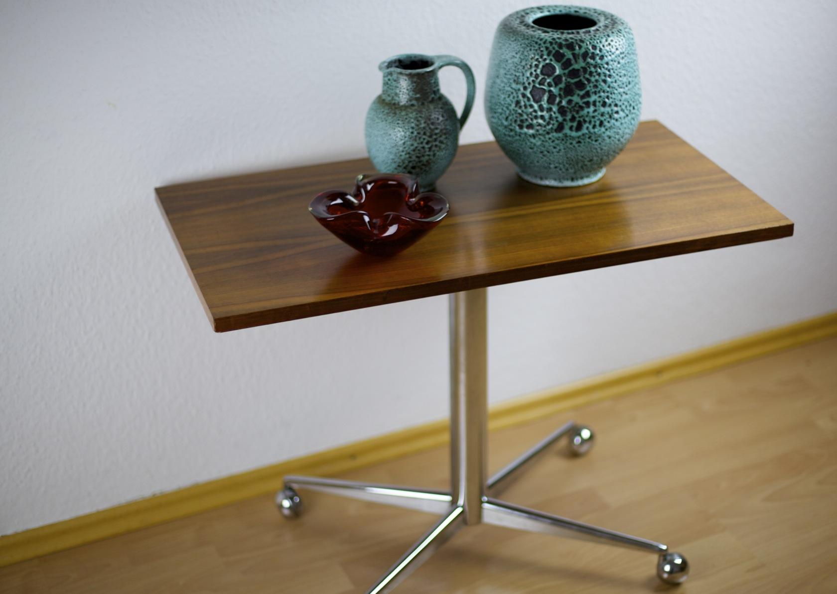 fernsehtisch auf rollen raumwunder vintage wohnen in n rnberg. Black Bedroom Furniture Sets. Home Design Ideas