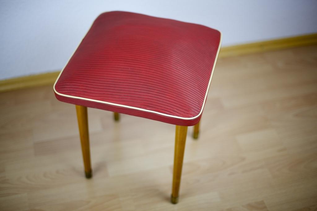 des cocktailsessels 50er jahre hocker mit holzbeinen sitzfl che mit. Black Bedroom Furniture Sets. Home Design Ideas