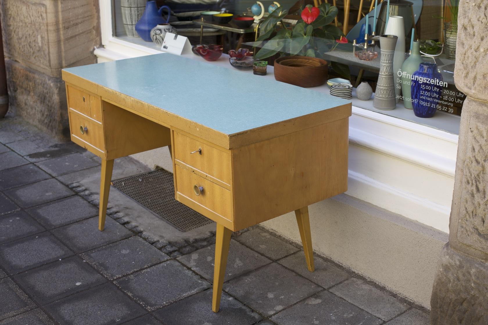Schreibtisch 50er jahre eka werk raumwunder vintage for Schreibtisch abgerundet