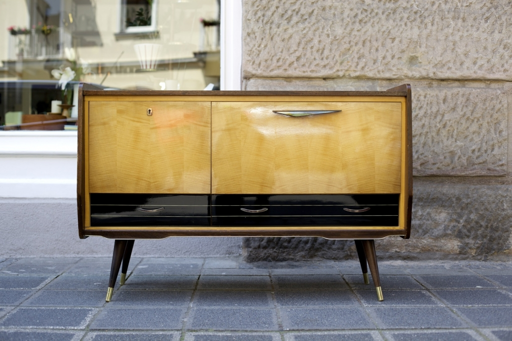 kleines sideboard 50er jahre raumwunder vintage wohnen in n rnberg. Black Bedroom Furniture Sets. Home Design Ideas