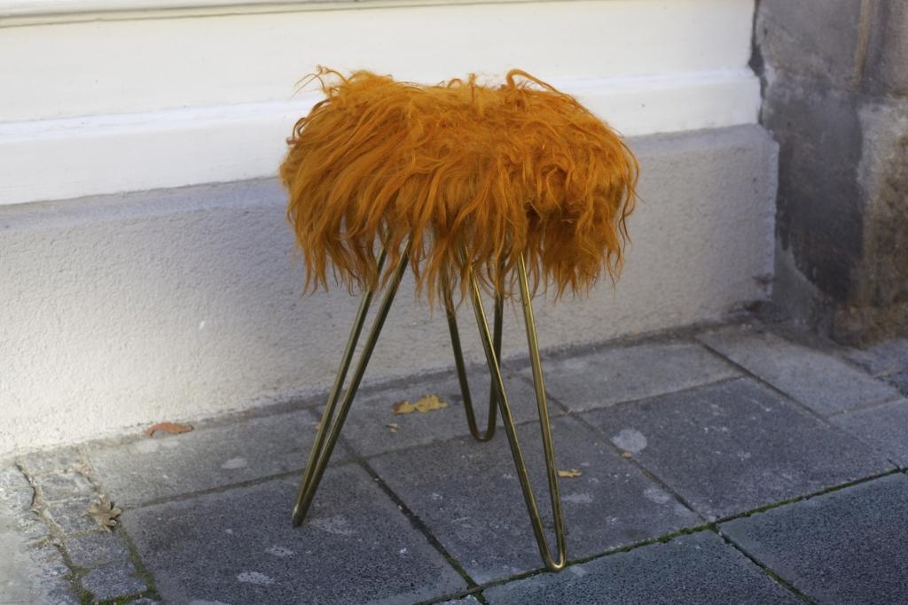fellhocker mit schlaufenbeinen raumwunder vintage wohnen in n rnberg. Black Bedroom Furniture Sets. Home Design Ideas