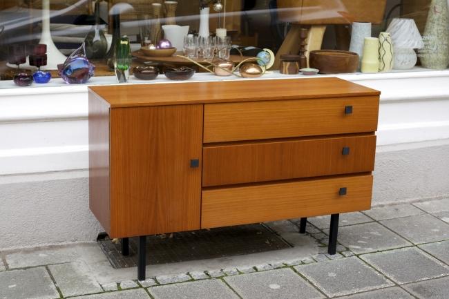 schuhschrank 60er jahre raumwunder vintage wohnen in. Black Bedroom Furniture Sets. Home Design Ideas