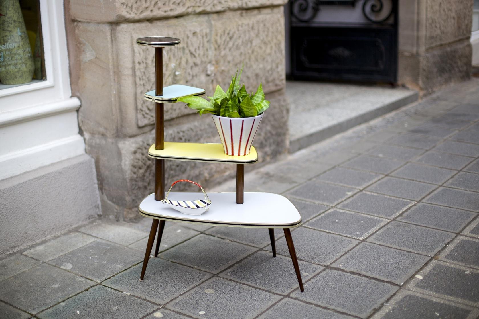 blumenetagere aus den 50ern raumwunder vintage wohnen. Black Bedroom Furniture Sets. Home Design Ideas