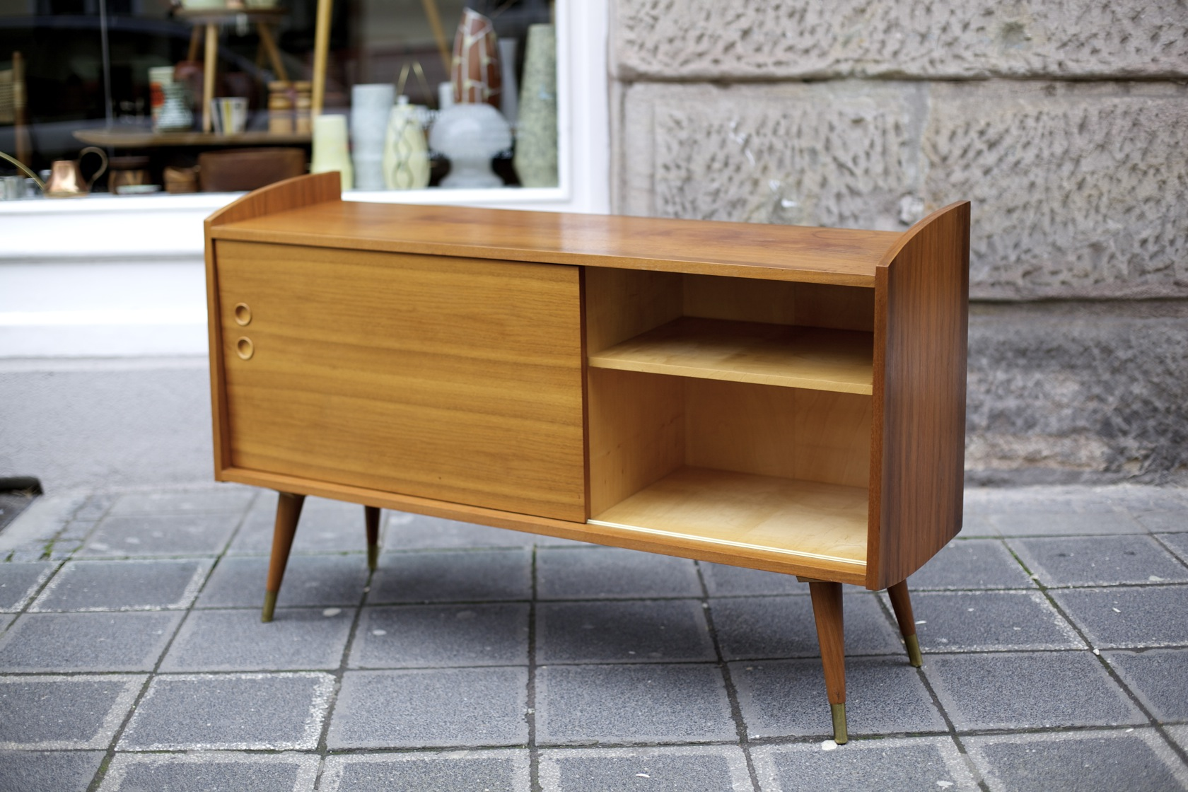 midcentury sideboard mit schiebet r raumwunder vintage wohnen in n rnberg. Black Bedroom Furniture Sets. Home Design Ideas