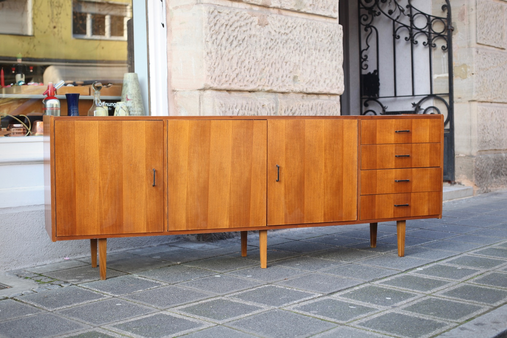 sideboard aus den 50er jahren raumwunder vintage wohnen in n rnberg. Black Bedroom Furniture Sets. Home Design Ideas