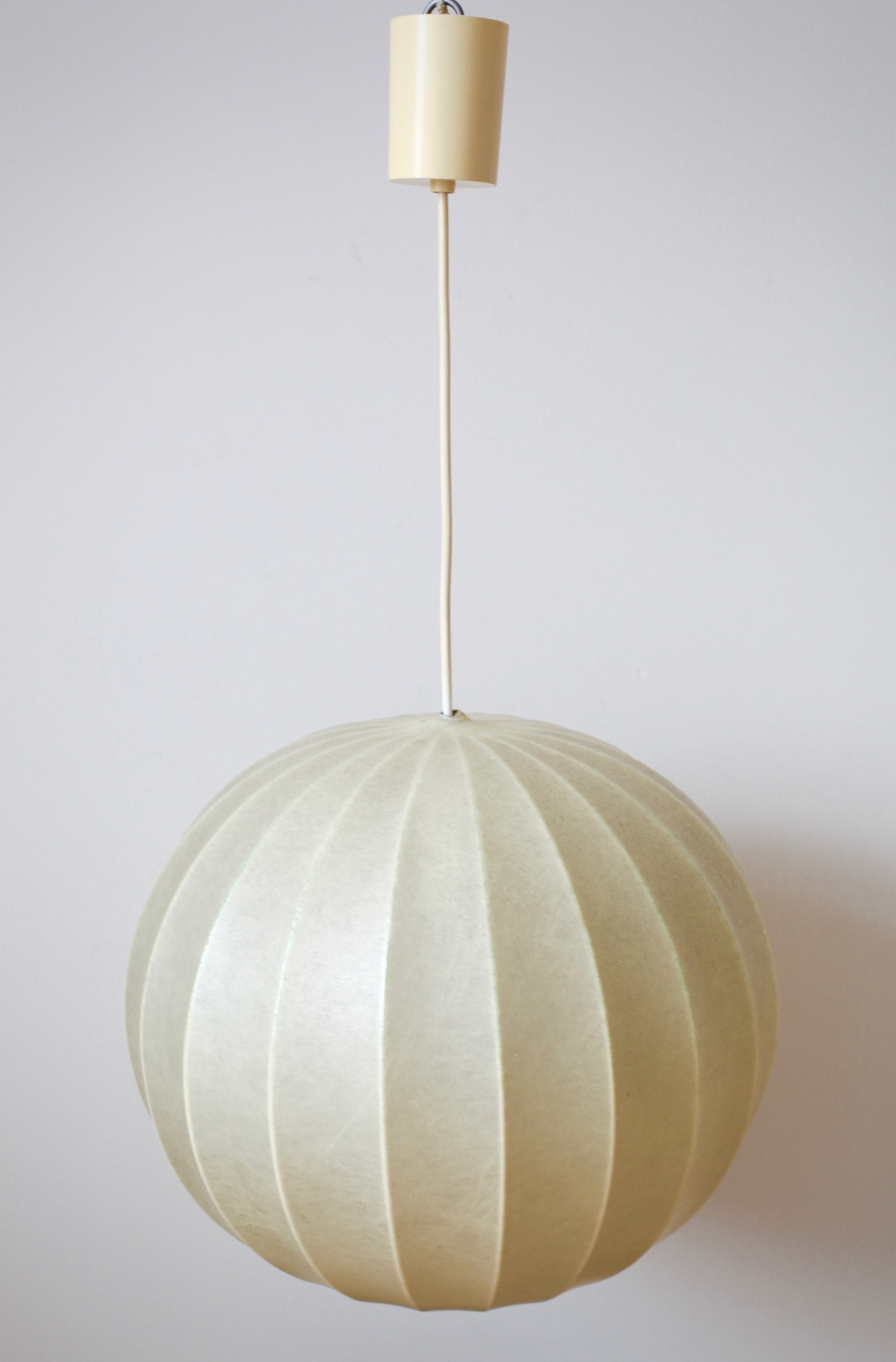 60er jahre cocoon lampe raumwunder vintage wohnen in. Black Bedroom Furniture Sets. Home Design Ideas