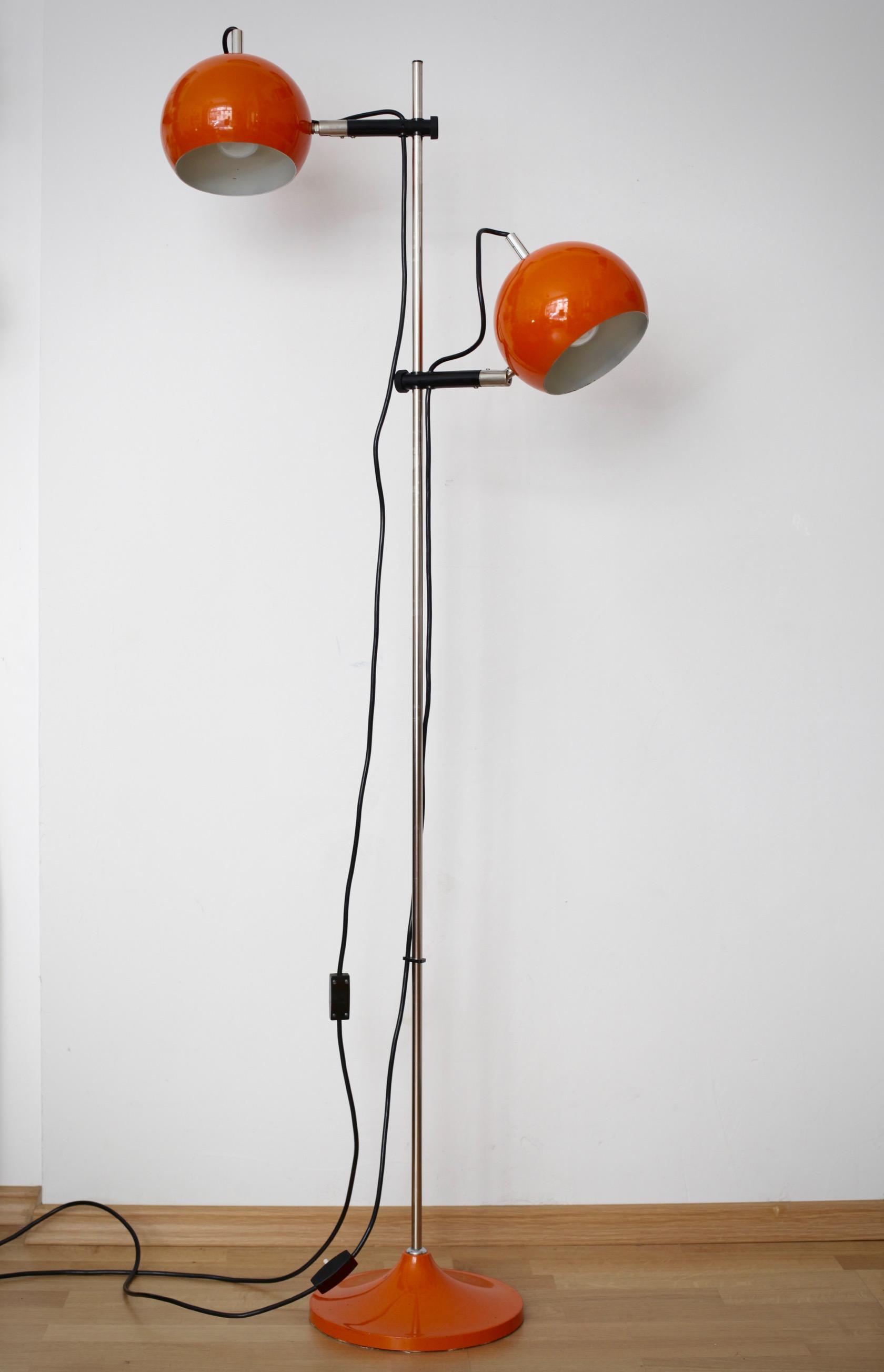 Stehlampe Mit Zwei Kugelspots In Orange Raumwunder Vintage