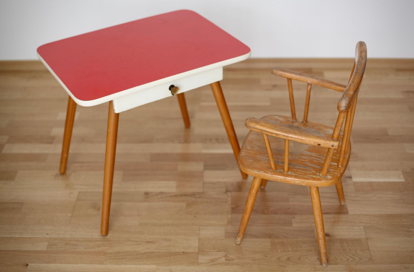 kindertisch und stuhl aus den 50ern raumwunder. Black Bedroom Furniture Sets. Home Design Ideas