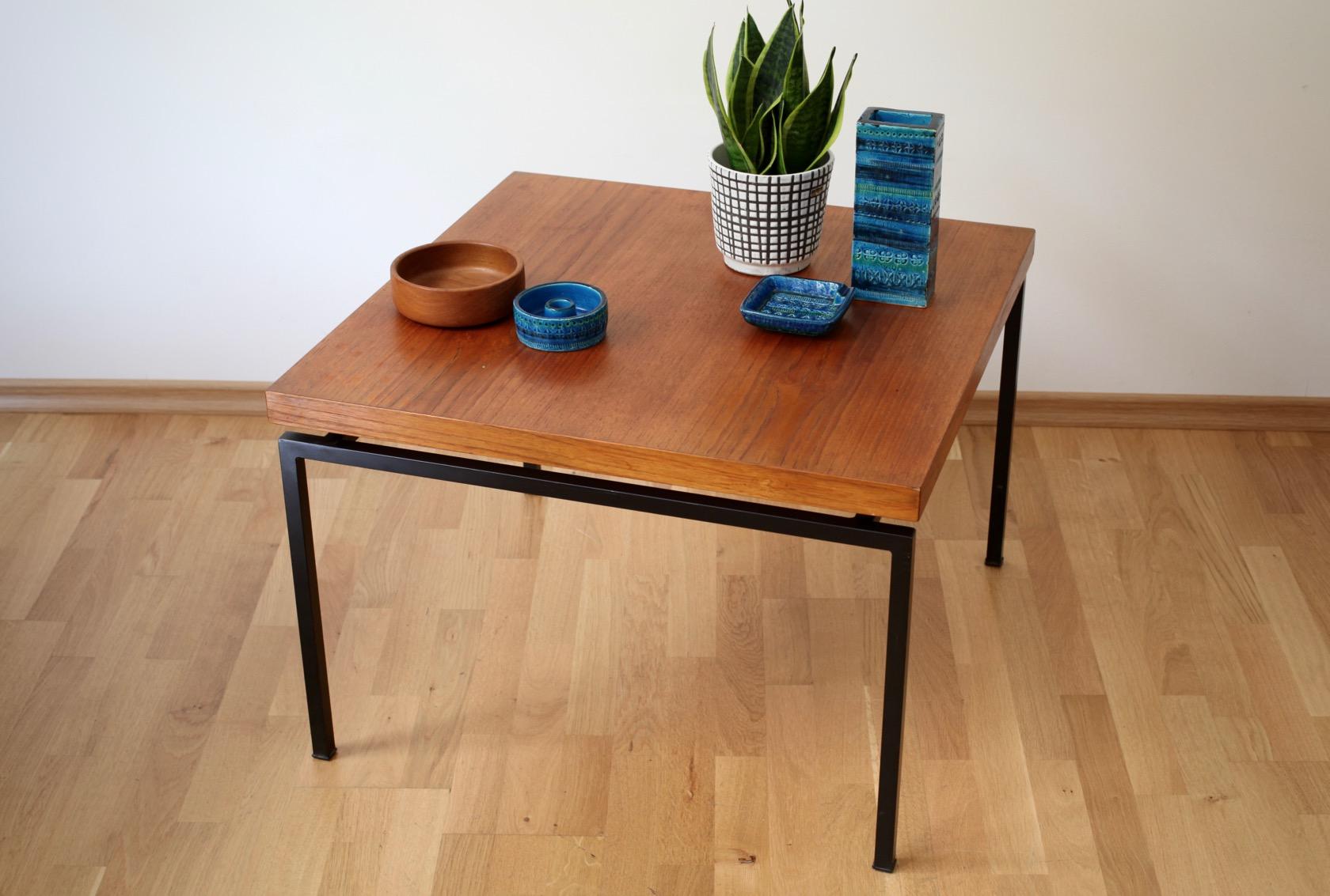 quadratischer beistelltisch aus den 60er jahren raumwunder vintage wohnen in n rnberg. Black Bedroom Furniture Sets. Home Design Ideas