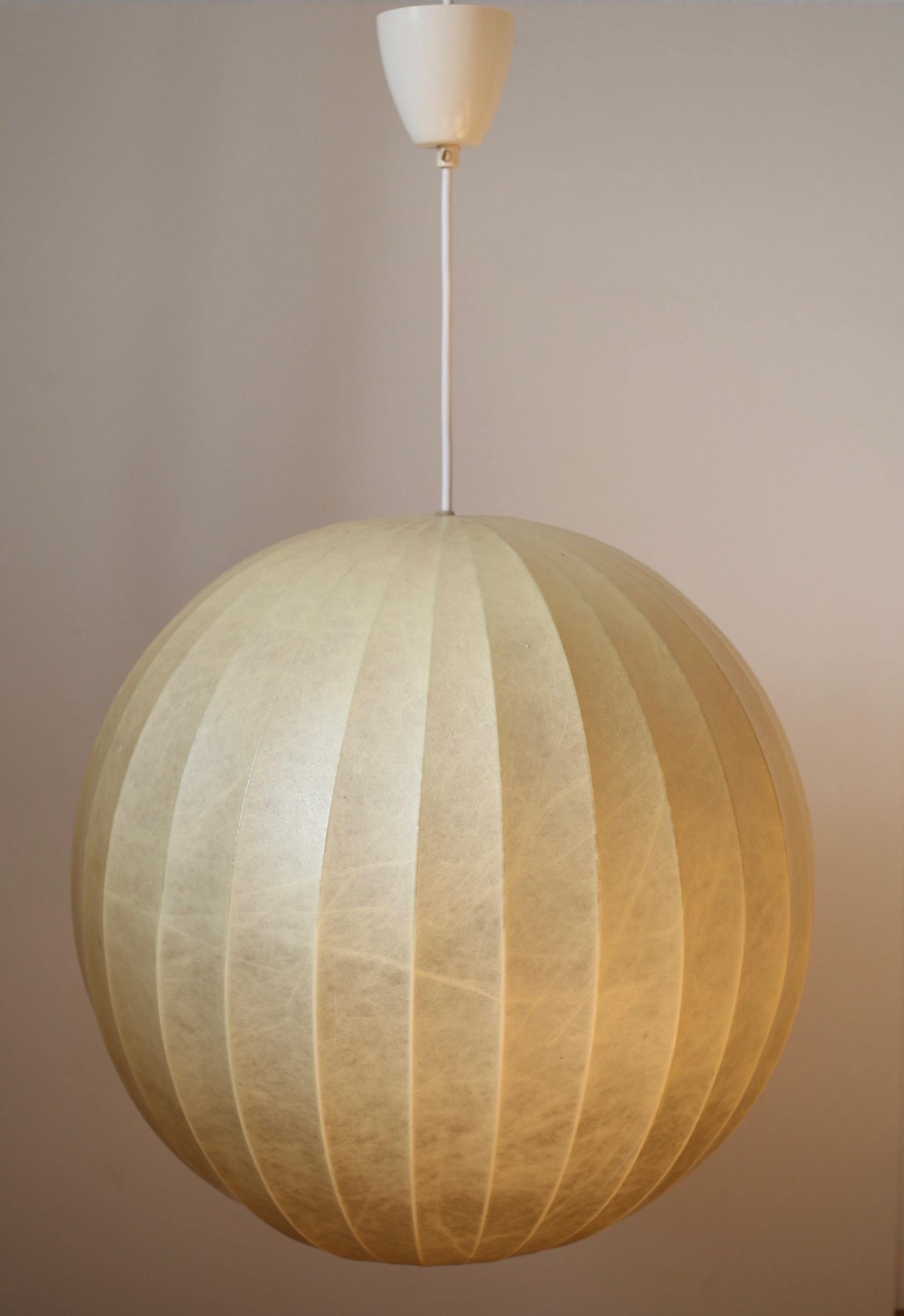 gro e cocoon lampe aus den 60er jahren raumwunder vintage wohnen in n rnberg. Black Bedroom Furniture Sets. Home Design Ideas