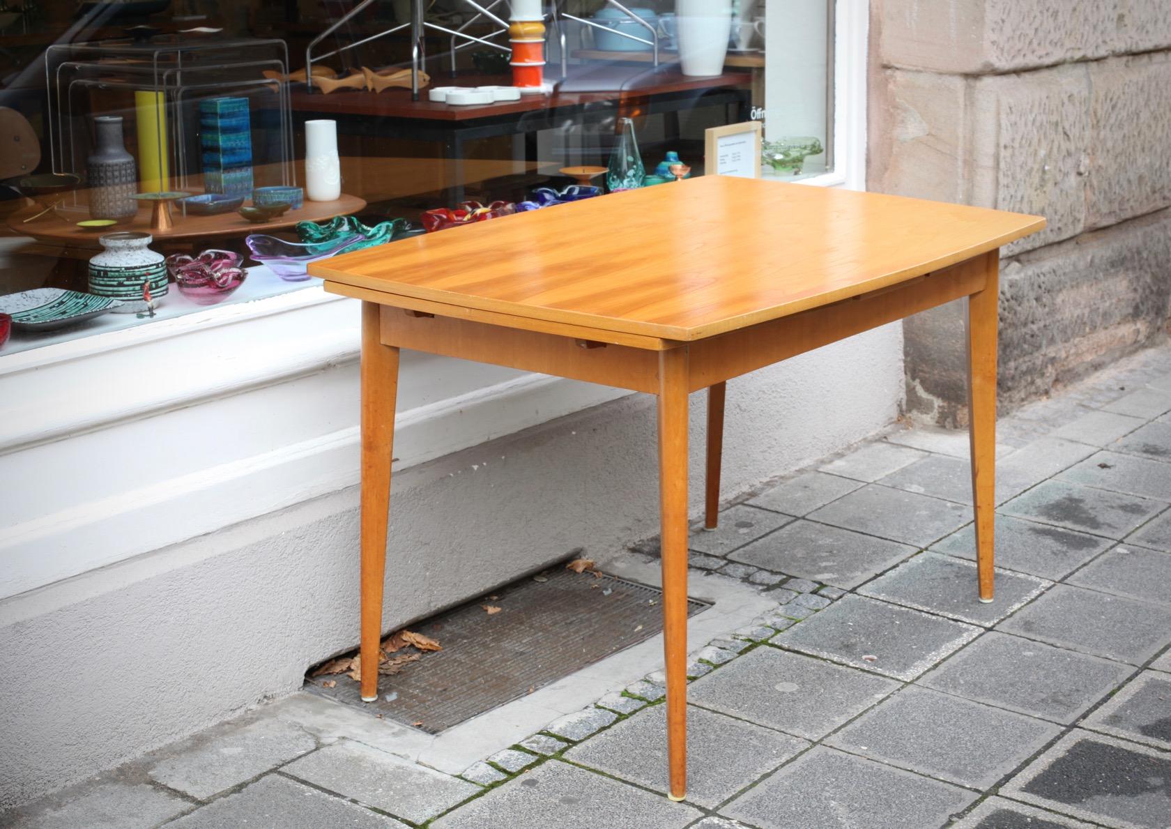 ausziehbarer esstisch aus den 50ern raumwunder vintage wohnen in n rnberg. Black Bedroom Furniture Sets. Home Design Ideas