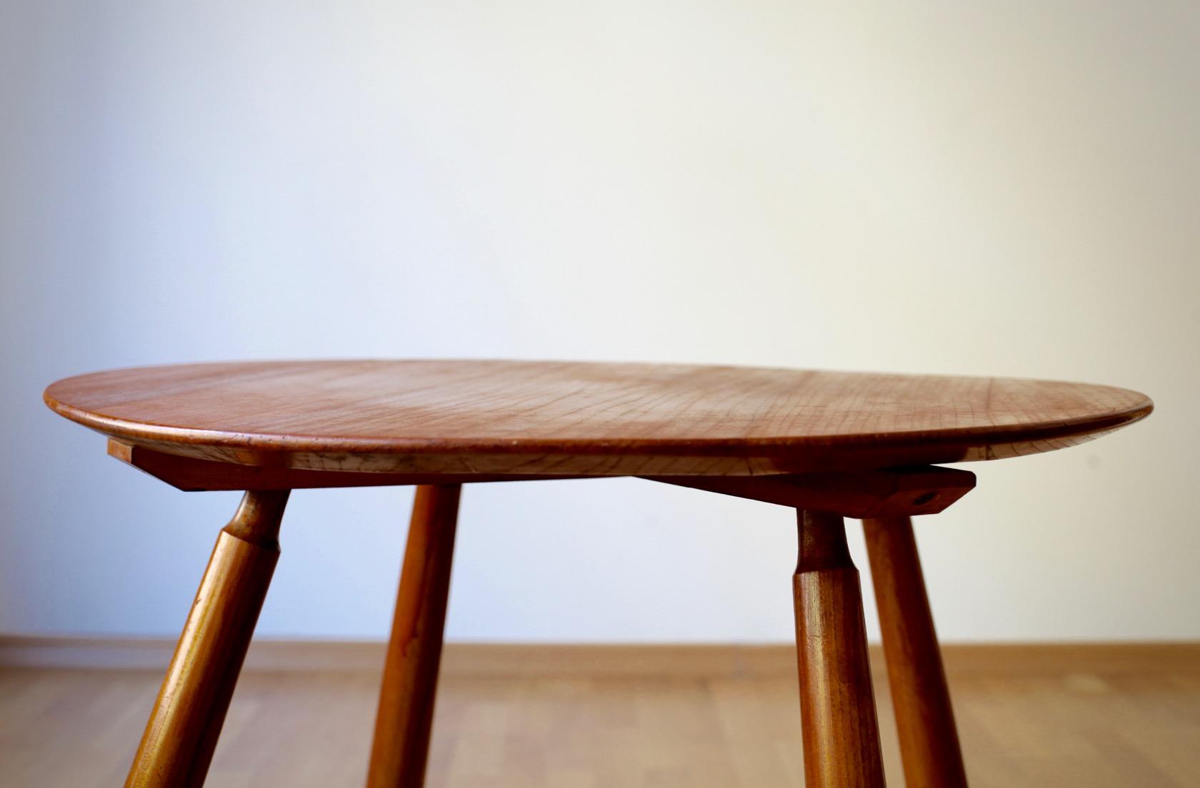 midcentury tisch mit keulenbeinen raumwunder vintage wohnen in n rnberg. Black Bedroom Furniture Sets. Home Design Ideas
