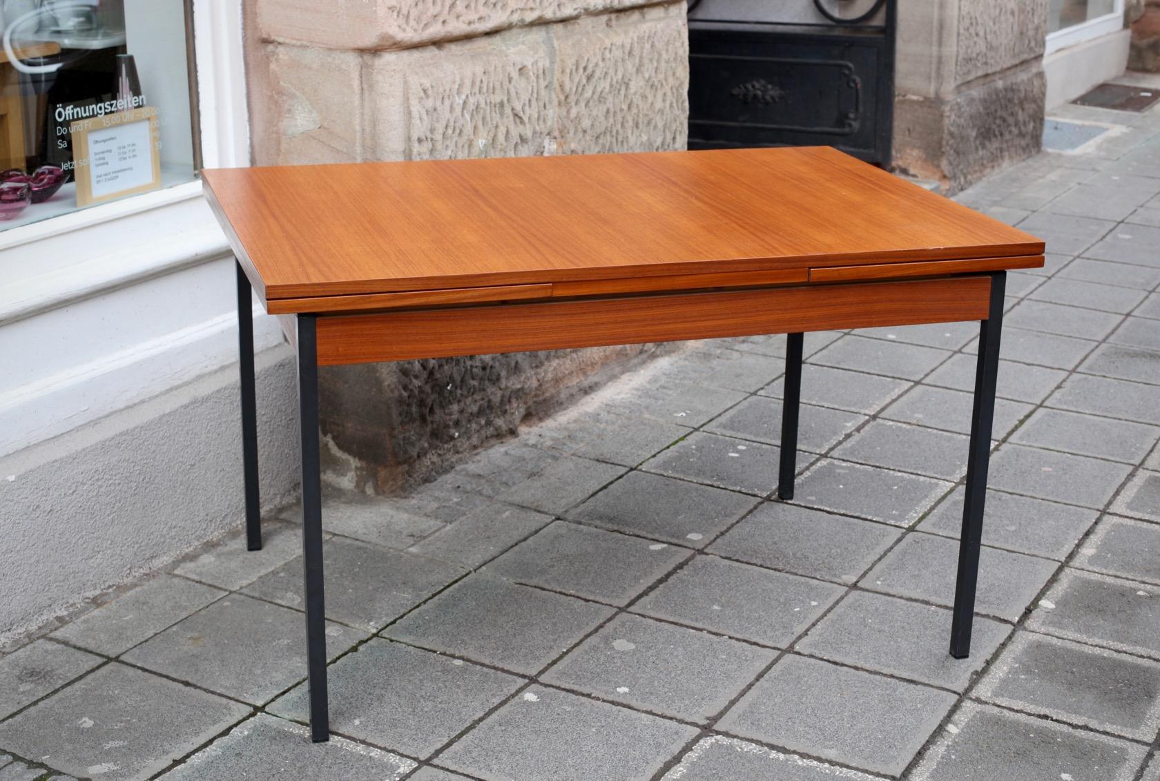 ausziehbarer 60ies tisch in teak raumwunder vintage wohnen in n rnberg. Black Bedroom Furniture Sets. Home Design Ideas