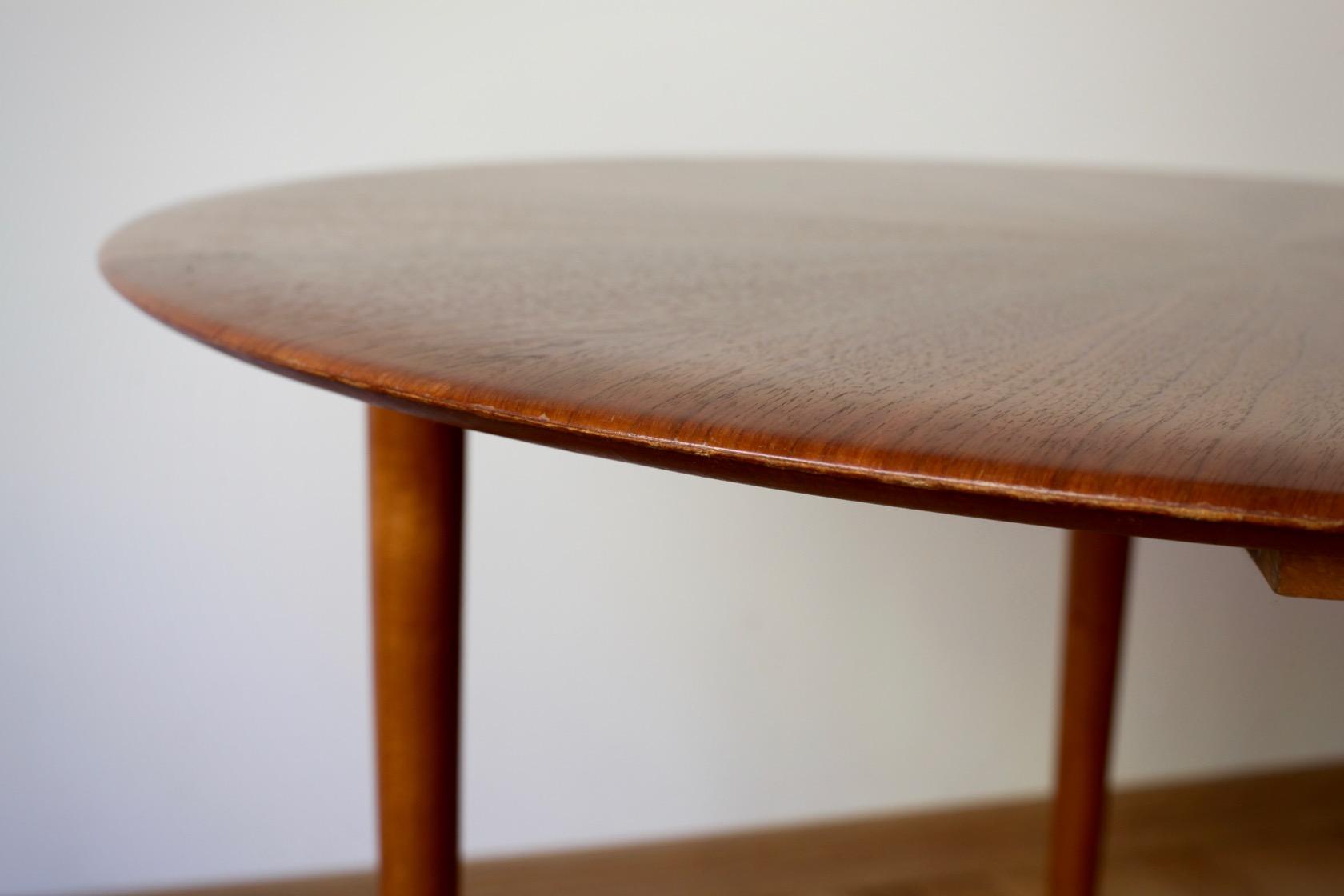 runder beistelltisch aus den 50er jahren raumwunder vintage wohnen in n rnberg. Black Bedroom Furniture Sets. Home Design Ideas