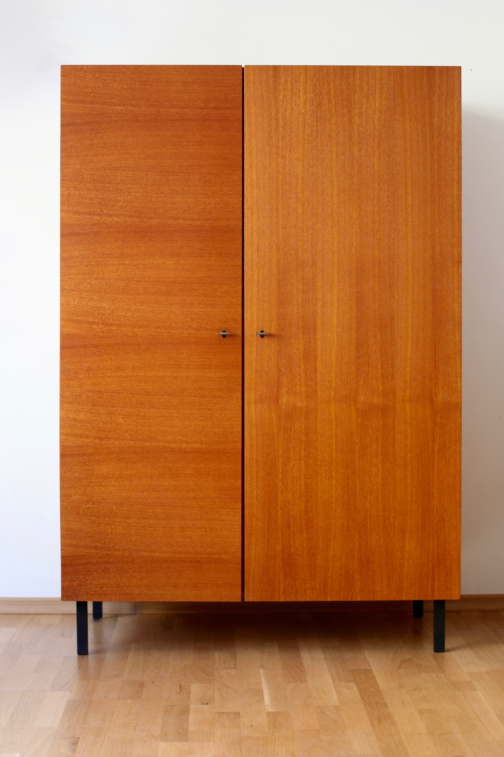 charmant musterring schrank galerie die besten wohnideen. Black Bedroom Furniture Sets. Home Design Ideas