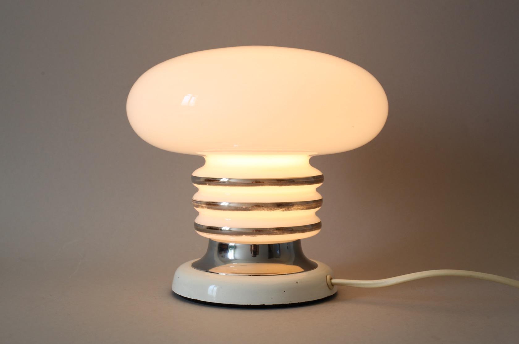 tischlampe aus den 60ern von fischer leuchten raumwunder vintage wohnen in n rnberg. Black Bedroom Furniture Sets. Home Design Ideas