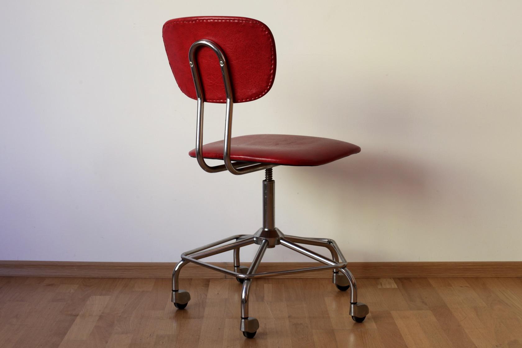 Drehstuhl aus den 60er jahren raumwunder vintage for Mobel aus den 60er jahren