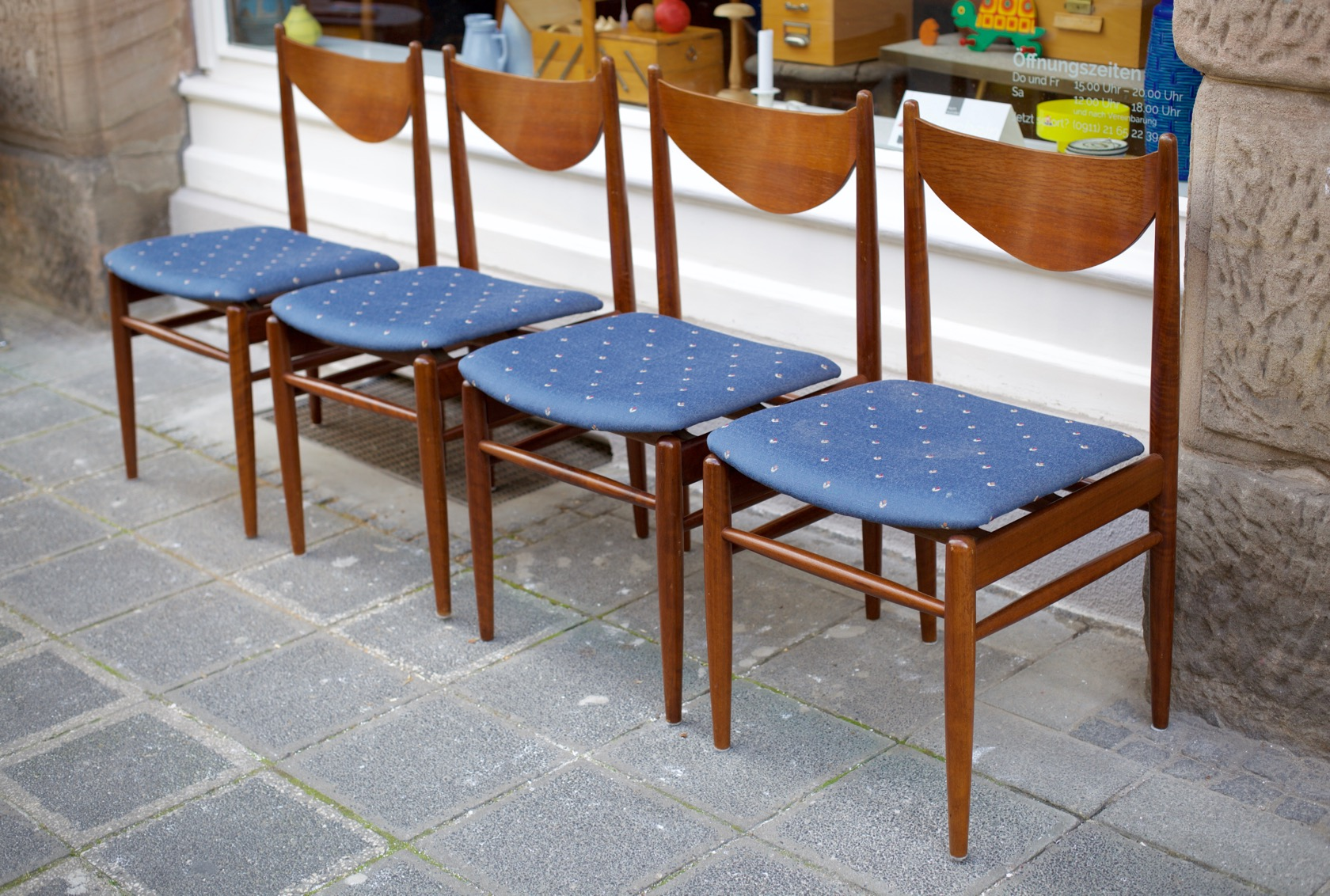 vier st hle aus den 60er jahren raumwunder vintage wohnen in n rnberg. Black Bedroom Furniture Sets. Home Design Ideas
