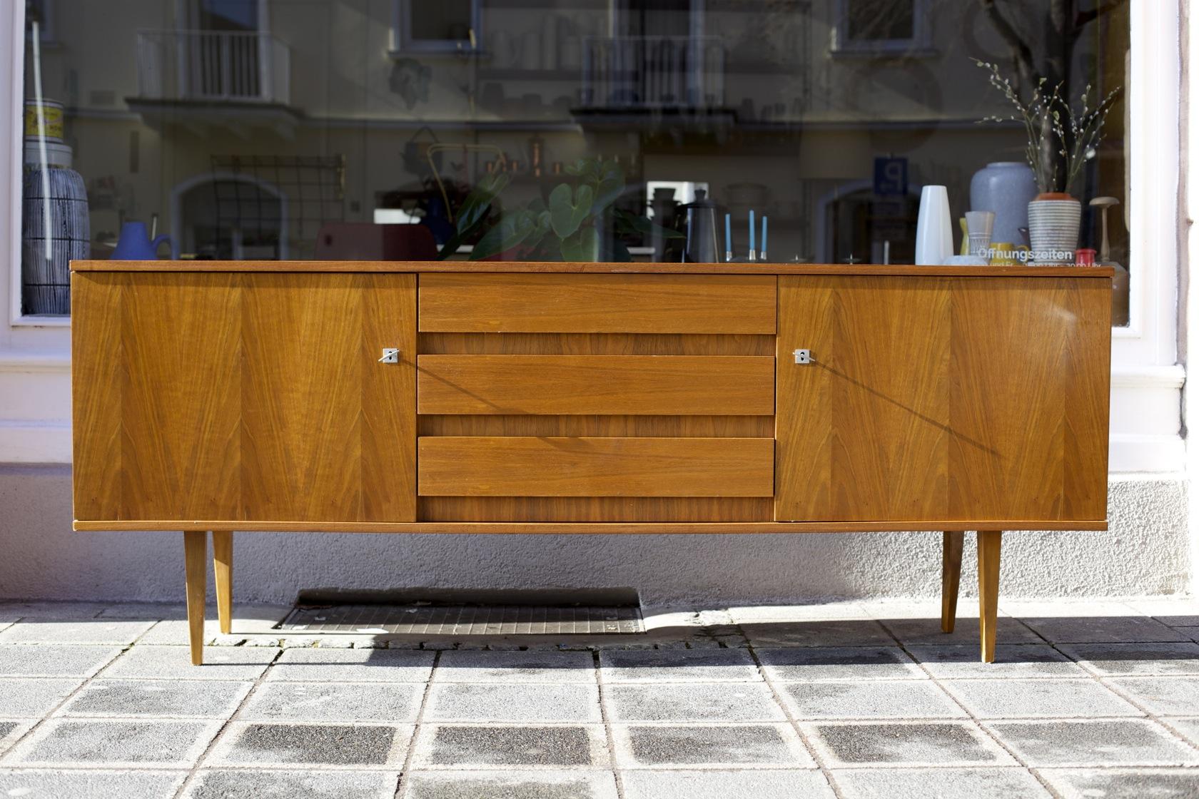 Sideboard 50er-Jahre Nussbaum - raumwunder - vintage