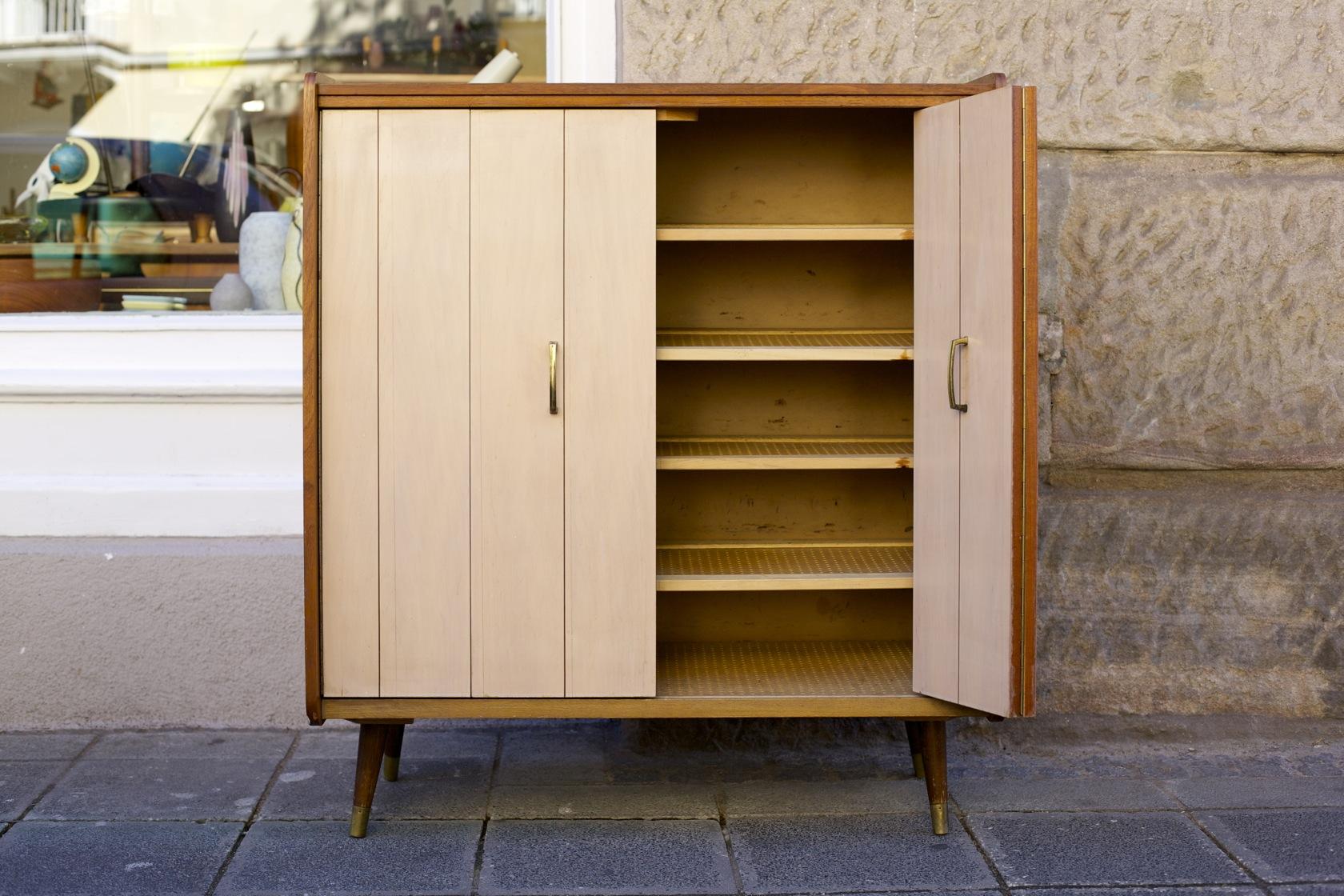 schuhschrank mit faltt ren raumwunder vintage wohnen in n rnberg. Black Bedroom Furniture Sets. Home Design Ideas