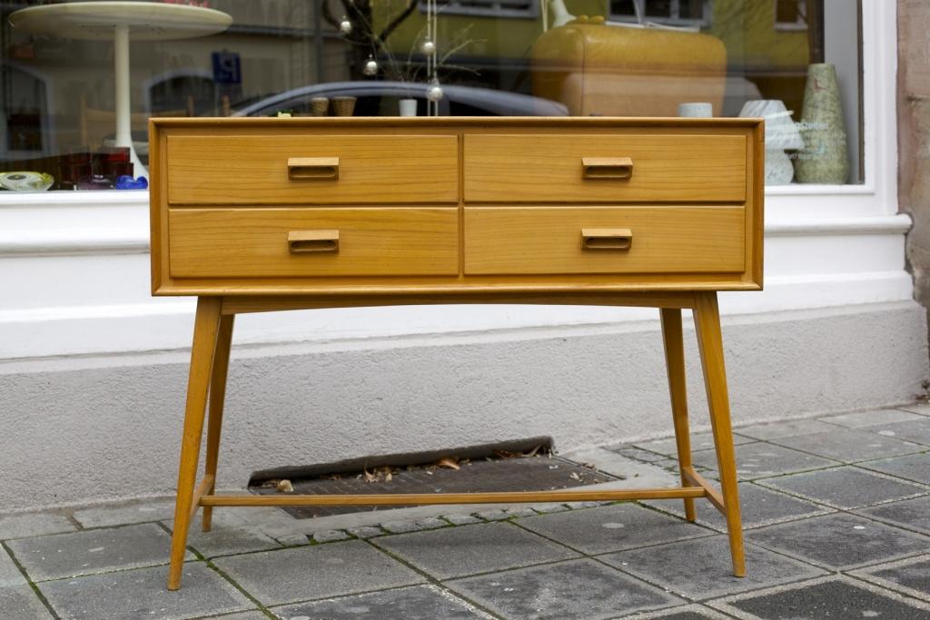 kommode aus den 50er jahren raumwunder vintage wohnen in n rnberg. Black Bedroom Furniture Sets. Home Design Ideas
