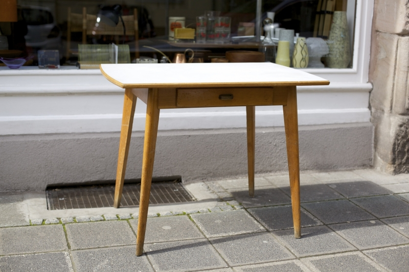 beautiful kleiner k chentisch mit schublade ideas new. Black Bedroom Furniture Sets. Home Design Ideas