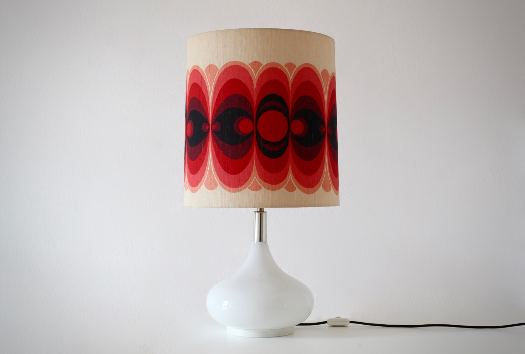 gro e tischlampe von doria mit glasfu raumwunder. Black Bedroom Furniture Sets. Home Design Ideas