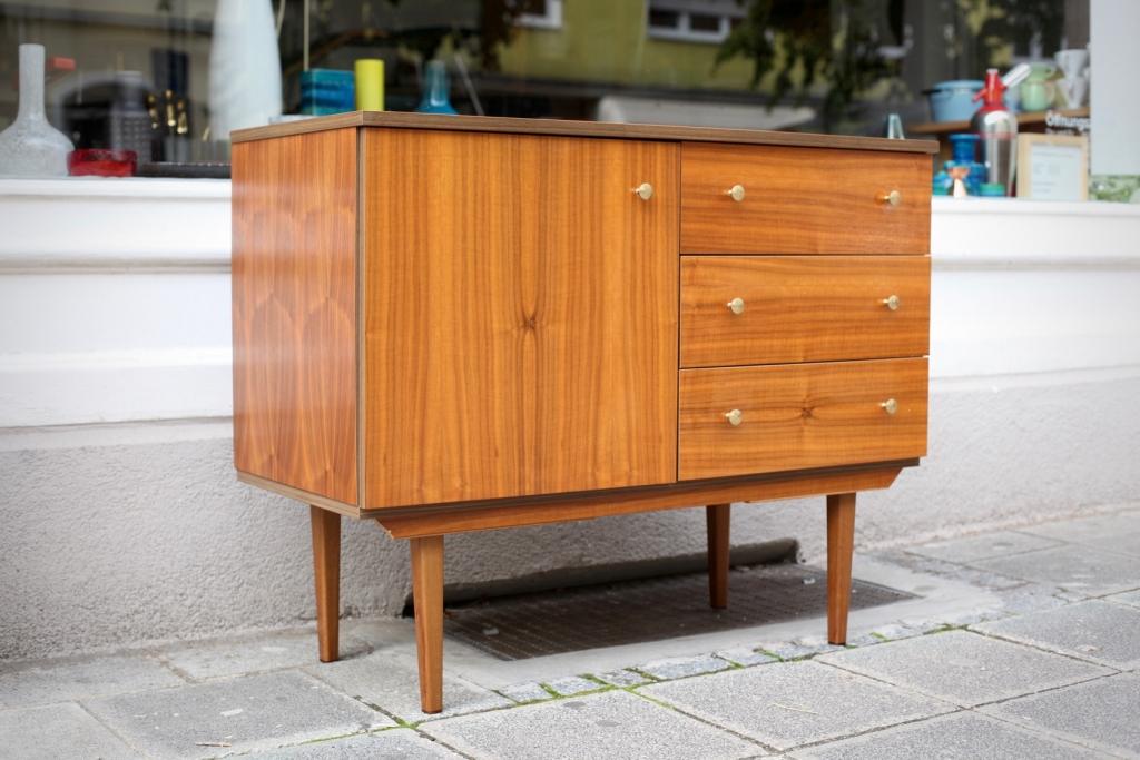 kleines sideboard aus den 50er jahren raumwunder vintage wohnen in n rnberg. Black Bedroom Furniture Sets. Home Design Ideas