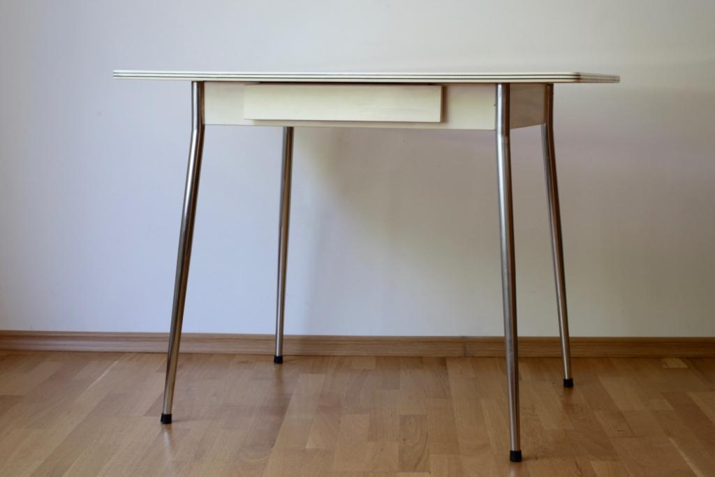 k chentisch mit resopalplatte raumwunder vintage wohnen in n rnberg. Black Bedroom Furniture Sets. Home Design Ideas